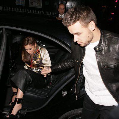 Liam Payne ayuda a Cheryl Cole a bajar del coche