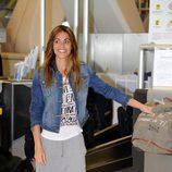 Lara Álvarez en el aeropuerto de Madrid para poner rumbo a 'Supervivientes 2016'