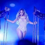 Mariah Carey muy sexy en su gira 'The Sweet Sweet Fantasy'