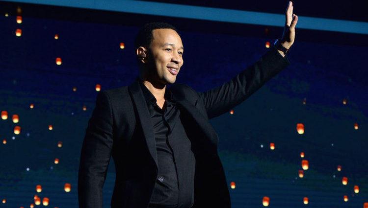 John Legend durante su actuación en la gala benéfica de la Fundación Parker en Los Ángeles