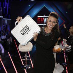 Laura Matamoros con el maletín en la final de 'GH VIP 4'