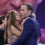 Carlos Lozano con su novia Miriam Saavedra en la final de 'GH VIP 4'