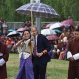 Kate Middleton practicando tiro con arco en Bhutan