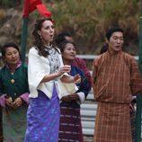 Kate Middleton con cara de sorpresa durante su visita a Bhutan