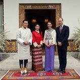 Los Duques de Cambridge con los Reyes de Bhutan