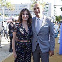 Ana Rosa Quintana con su marido Juan Muñoz en la Feria de Abril 2016
