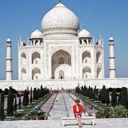 La Princesa Diana de Gales en su visita al Taj Mahal en 1992