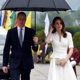 Los Duques de Cambridge visitan Chutan bajo la lluvia