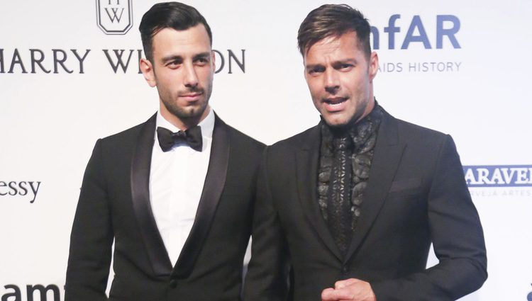 Ricky Martin y su novio Jwan Yosef cogidos de la mano en la Gala amfAR 2016 de Sao Paulo