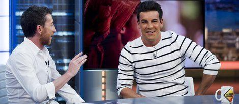 Mario Casas y Pablo Motos charlan en 'El Hormiguero'