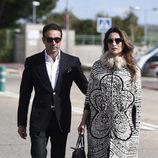 Enrique Ponce y Paloma Cuevas en el funeral de Felicidad Salazar Simpson