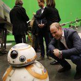 El Príncipe Guillermo con BB-8 en el rodaje de Star Wars: Episodio VIII