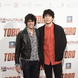 Javier Calvo y Javier Ambrossi en la premiere de 'Toro' en Madrid