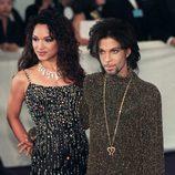 Prince junto con su exesposa Mayte García