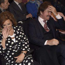 María Teresa Campos y Bigote Arrocet en la presentación del sello de Rocío Jurado