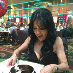 Maite Galdeano con su tarta de cumpleaños