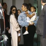 Kim Kardashian, North West, Kourtney Kardashian y Penelope Disick en Miami