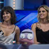 Úrsula Corberó y Amaia Salamanca presentan 'La Embajada' en 'El Hormiguero'