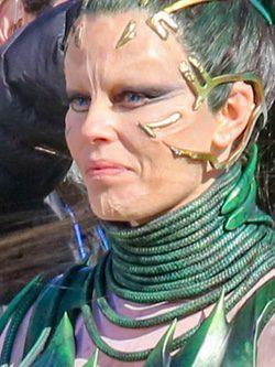 Elizabeth Banks continua como Rita Repulsa en el rodaje de la película 'Power Rangers'