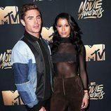 Zac Efron y Sami Miró en los MTV Movie Awards