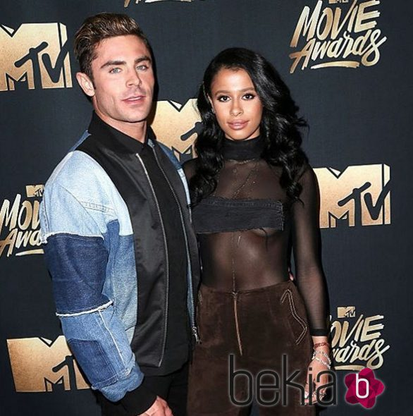 Zac Efron y Sami Miró en los MTV Movie Awards