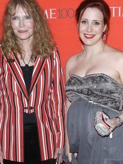 Mia Farrow y Dylan Farrow en la fiesta organizada por la revista Time en Nueva York