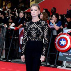 Emily VanCamp en la premiere de la película 'Capitán América: Civil War' en Londres