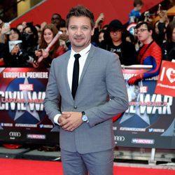 Jeremy Renner en la premiere de la película 'Capitán América: Civil War' en Londres