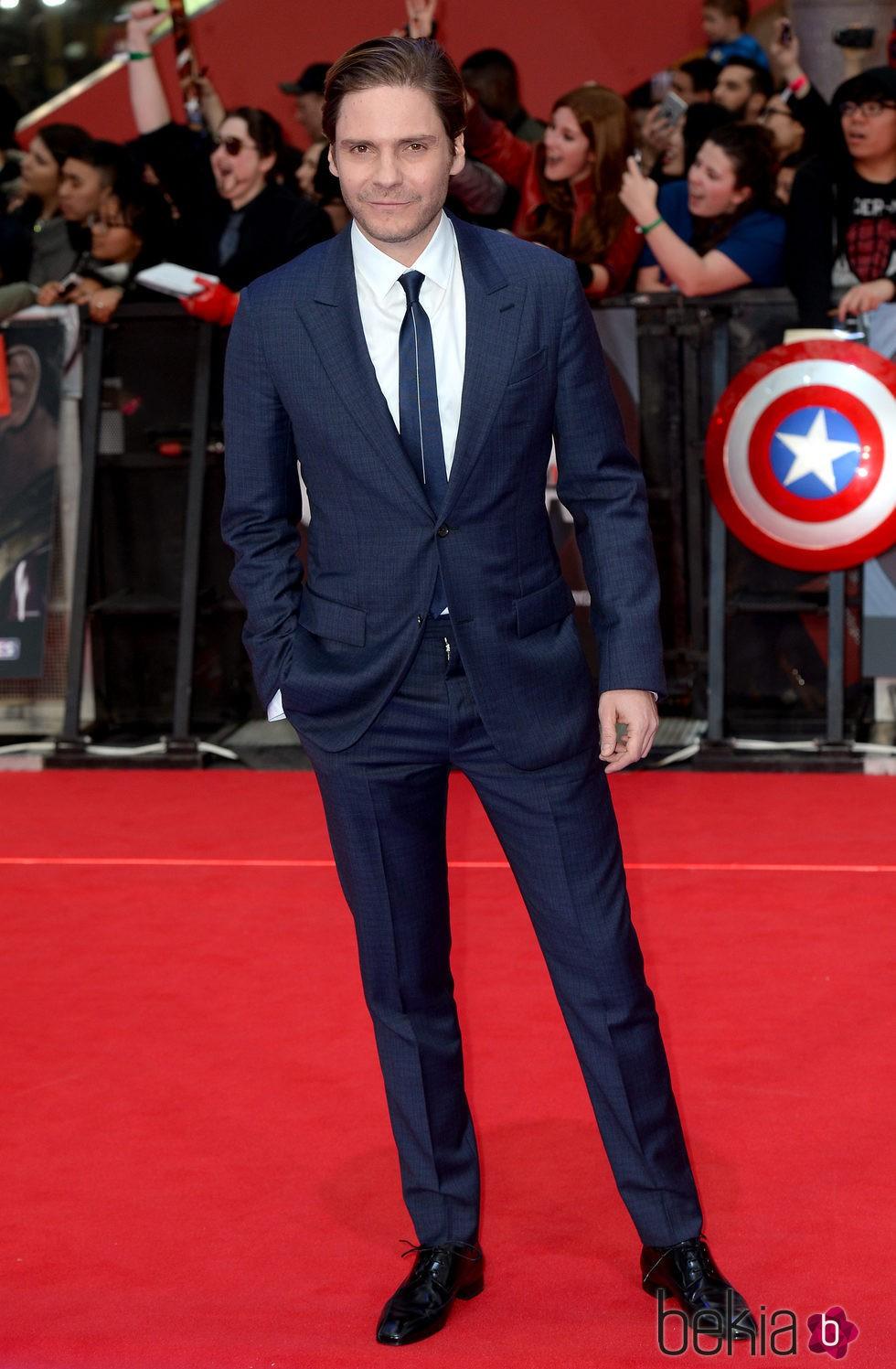 Daniel Brühl en la premiere de la película 'Capitán ...