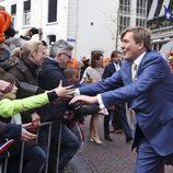 El Rey Guillermo Alejandro de Holanda saluda a los ciudadanos en el Día del Rey 2016