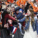 La Princesa Alexia de Holanda saluda a los ciudadanos en el Día del Rey 2016
