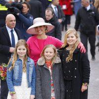 La Reina Máxima de Holanda posa junto a sus tres hijas en el Día del Rey 2016