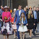 El Rey Guillermo Alejandro de Holanda y la Reina Máxima de Holanda posan junto a sus tres hijas en el Día del Rey 2016