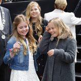 Las Princesas Amalia, Alexia y Ariane de Holanda se divierten en el Día del Rey 2016