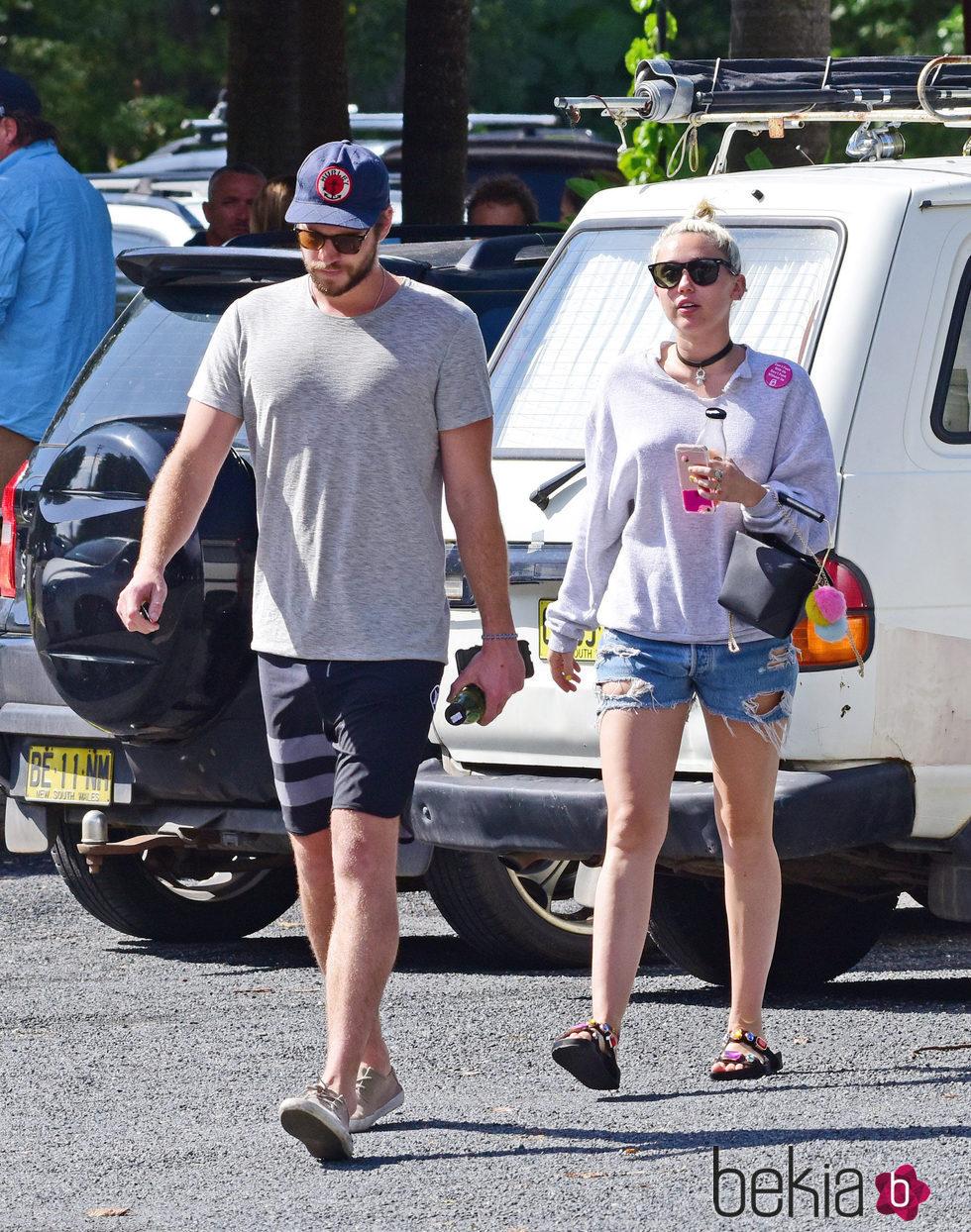 Miley Cyrus y Liam Hemsworth disfrutando de unos días en Australia