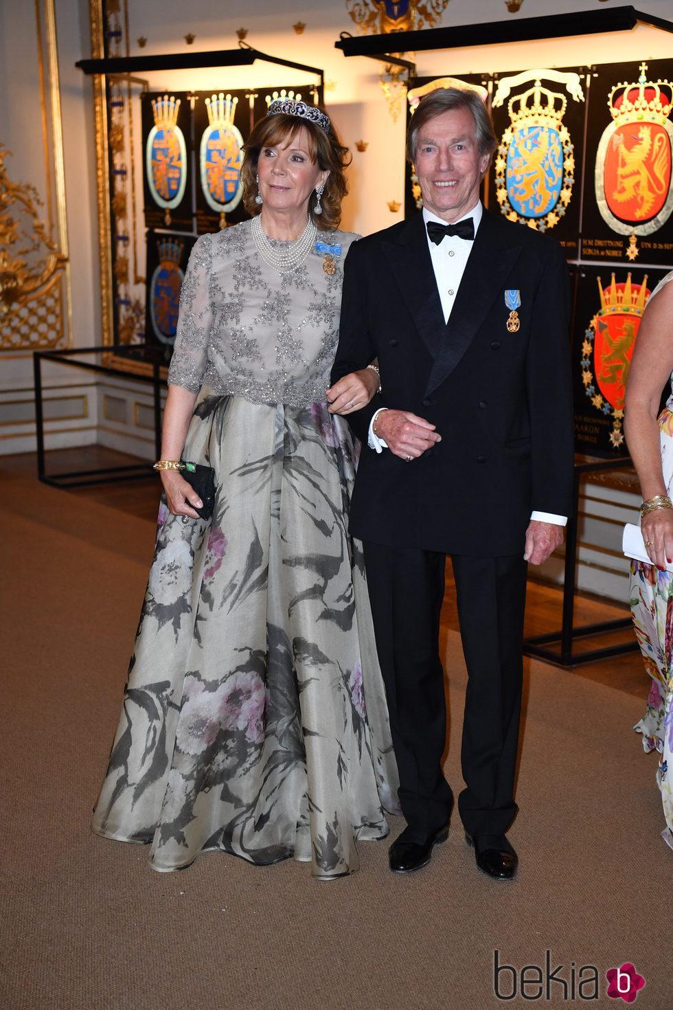 El Príncipe Leopoldo y la Princesa Úrsula de Baviera en la cena de gala en el 70 cumpleaños del Rey Gustavo de Suecia