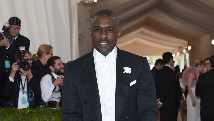 Idris Elba en la Gala Met 2016