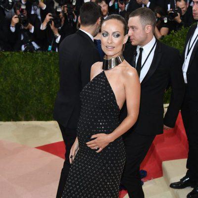 Olivia Wilde luciendo embarazo en la Gala del MET 2016