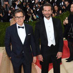 Bradley Cooper y David O. Russell en la Gala del MET 2016