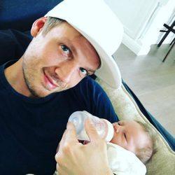 Nick Carter junto a su hijo recién nacido
