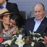 La Infanta Elena besa a Victoria de Marichalar junto al Rey Juan Carlos en el Madrid Open 2016