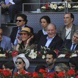 Victoria de Marichalar, la Infanta Elena y el Rey Juan Carlos se divierten en el Madrid Open 2016