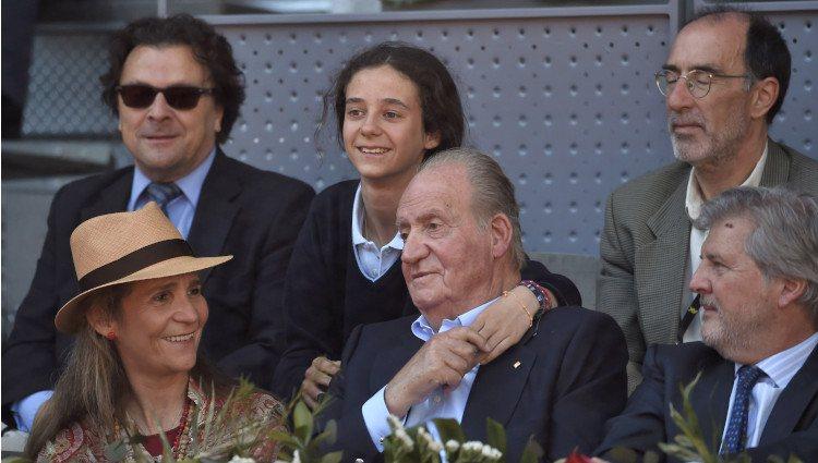El Rey Juan Carlos, muy cariñoso con su nieta Victoria de Marichalar en el Madrid Open 2016
