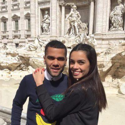 Dani Alves y Joana Sanz en la Fontana Di Trevi en Roma
