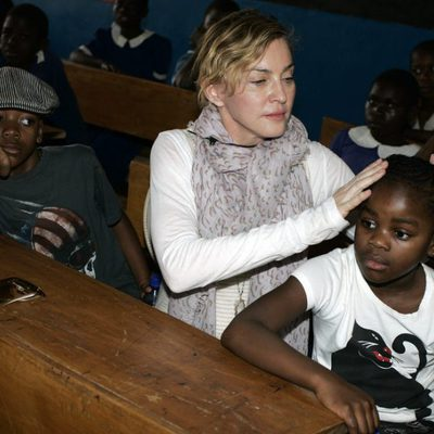 Madonna con su hija adoptiva Mercy