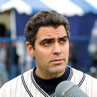 George Clooney en MTV's Annual Rock'n Jock de Beisbol en 1995