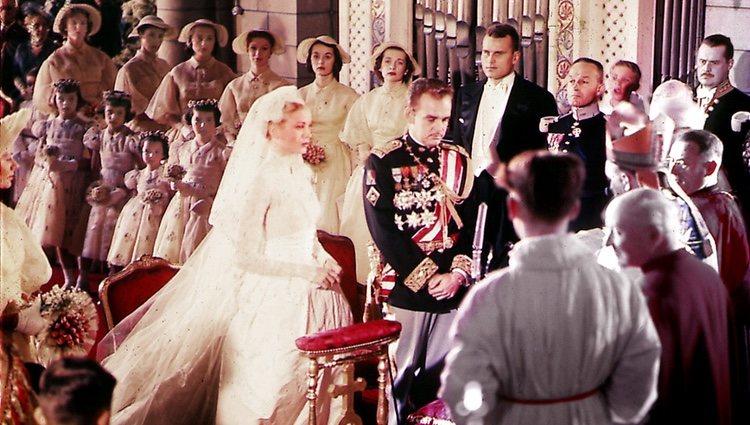Rainiero de Mónaco y Grace Kelly en su boda en 1956
