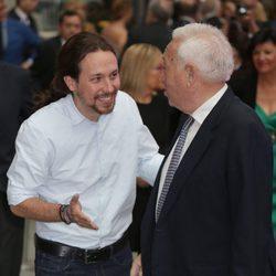 Pablo Iglesias saluda a Margallo en los Premios Ortega y Gasset 2016