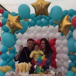 Sergio Ramos y Pilar Rubio con su hijo Sergio en la celebración de su segundo cumpleaños