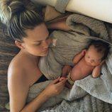 Chrissy Teigen y su hija Luna Simone